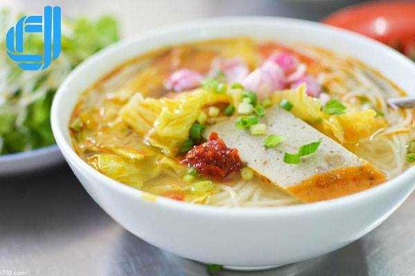 Bún chả cá món ăn ngon khi du lịch Đà Nẵng nên thưởng thức 1 lần