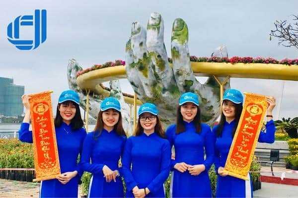 Khám phá mô hình Cây cầu Vàng độc đáo bởi đường hoa Xuân Đà Nẵng