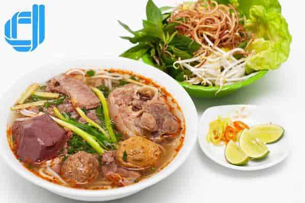 Kinh nghiệm du lịch Sài Gòn Hồ Chí Minh Huế đậm đà Bún bò Huế